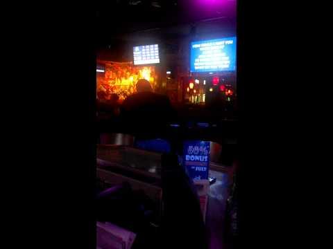 Dude Kills It in Karaoke at applebees