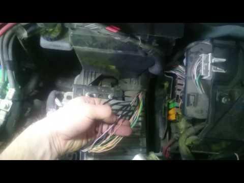 Не заводится Renault Kangoo, перетерлась проводка блока управления.