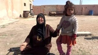أخبار حصرية - نازحة من الرقة: #داعش قتل ولداي وجارتي وصلب رجلاً على الملأ