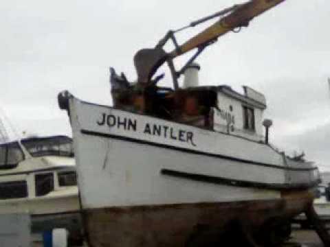 Demolition of a old boat at Bethel Island