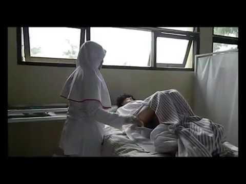 Tindakan keperawatan membantu pasien BAB dengan pispot