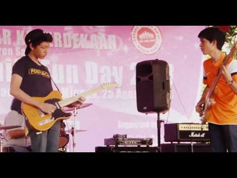 Walking with the Bass (Barry Likumahua Project) COVER by Rosesmusic