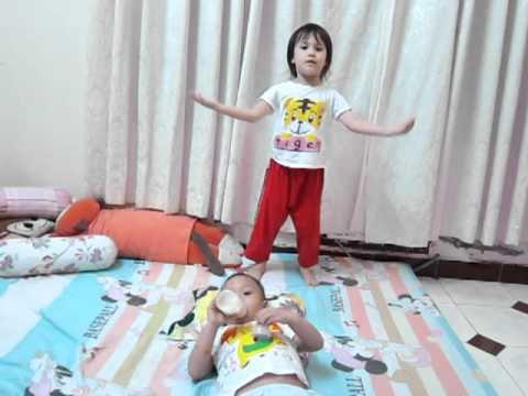 """Bao Nhu mua bai """"kia con buom vang"""""""