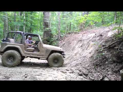 Jeep wrangler attempts wildcat bank @ Mud Madness