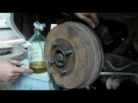 Как прокачать тормоза на ваз 2107 одному видео