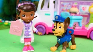 🐾 PATRULLA CANINA 🐾 La Doctora Juguetes cura a Chase | Patrulla de Cachorros Juguetes Español