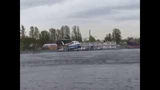 Трюк над Невой вертолёта МЧС(, 2014-09-24T06:12:25.000Z)