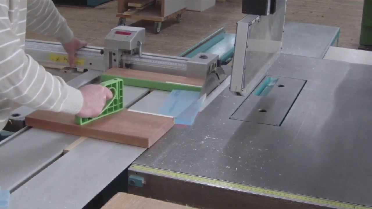 how to cut plexiglass without a saw