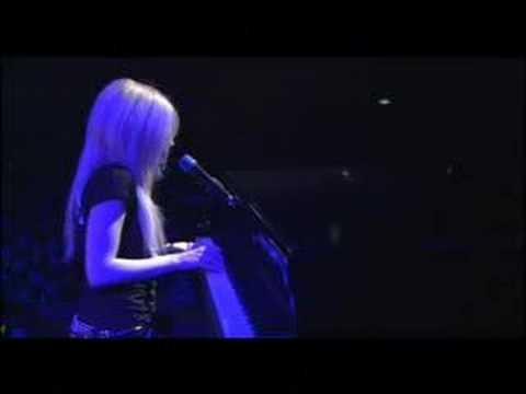 avril lavigne slipped away live