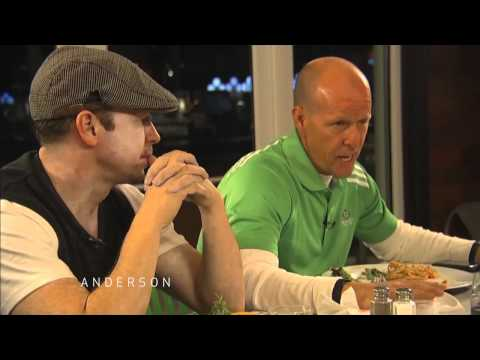 Anderson Joins the Wahlbergs for Family Dinner