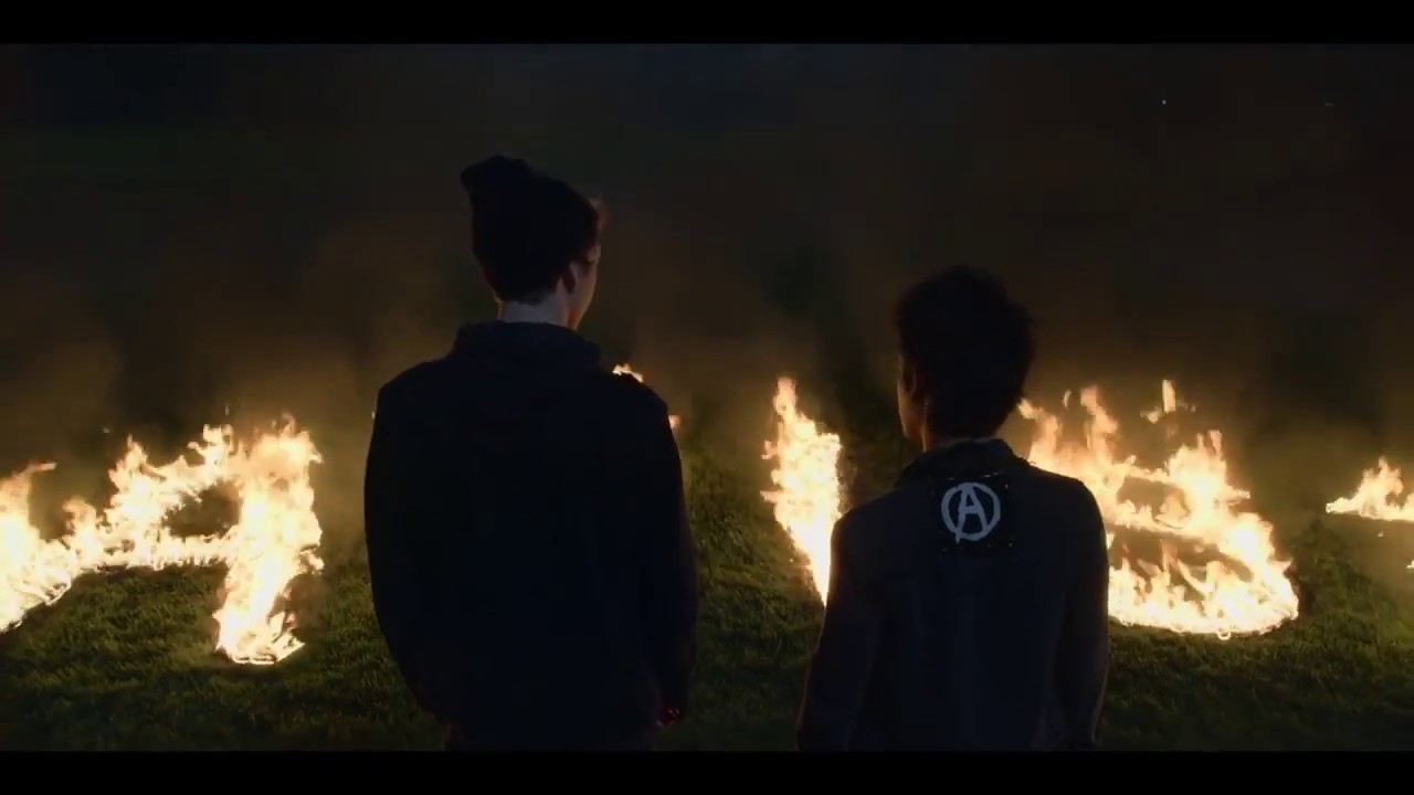Download 13 Reasons Why Season 2x9 Tyler and Cyrus Burn the Field
