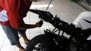 Cara memasang undertail Yamaha R15 (3)