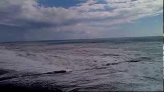 Жесть.Гагра.Июнь 2013.Смотреть до конца.(Эта ТРАГЕДИЯ случилась в Гагре. В один из сильнейших штормов на черном море. Двое приезжих на заработки..., 2013-07-26T04:33:13.000Z)