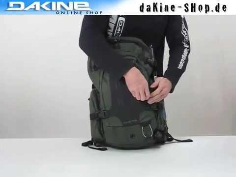 Der Dakine Chute 18L Pack - praktischer Snowboard & Ski Rucksack ...