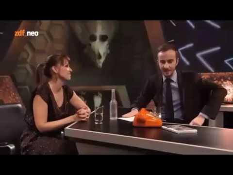 Carolin Kebekus Rastet Bei Jan Böhmermann Aus Youtube
