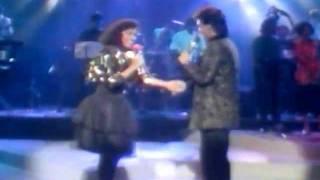 Download lagu Pertemuan romantik Jamal Abdilah & Fran - Kehebatan Cinta Live @ Hiburan Minggu Ini 1988