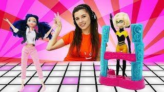 Леди Баг: Маринетт ищет Хлою. ToyClub Видео для девочек: играем в куклы.