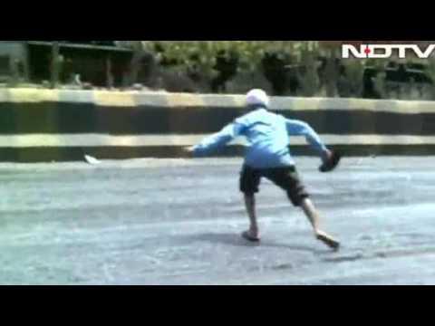 Video: Heat wave melts sidewalks in India
