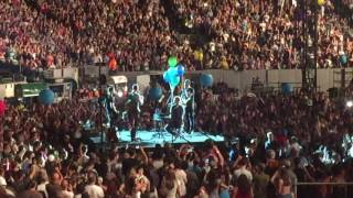 Coldplay - Happy Birthday Will + Don't Panic live New York 2017