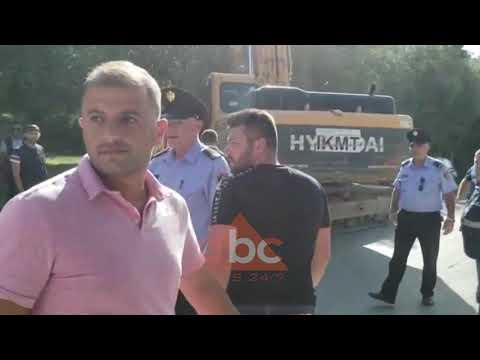 Banoret perplasen me policine ne Radhime | ABC News Albania