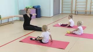 Первый урок самых маленьких балерин