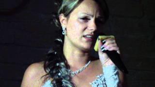Невеста на свадьбе поёт песню(шансон)