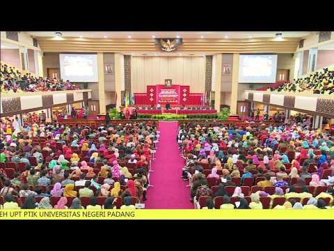 Penganugerahan Gelar Kehormatan (Dr. HC) untuk Megawati Soekarnoputri di Universitas Negeri Padang