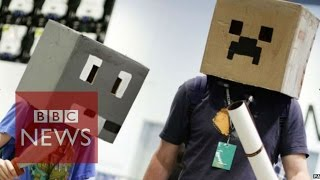 Minecraft: Hololens preview for the fans at Minecon 2015- BBC News