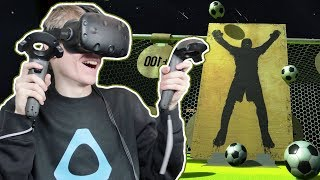 VIRTUAL REALITY FOOTBALL TRAINING! | Headmaster VR (HTC Vive Gameplay) #1