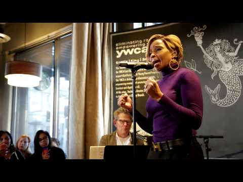 Mary J. Blige and David Foster Perform at Seattle Community Store