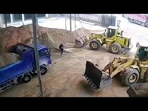 LiveLeak - Manager buried under sand