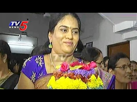 Harish Rao Wife Srinitha Celebrates Bathukamma Festival 2016