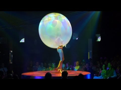 Absinthe in Las Vegas - Raunchy Humor, Burlesque, Amazing Acrobatic Performances, and Much More...