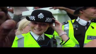 POLICE OFFICER SINGS AT NOTTINGHILL CARNIVAL [CRUZER FILMES EXCLUSIVE]