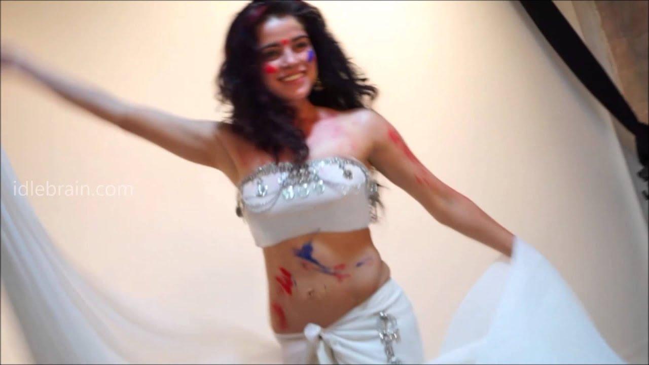 Download Piaa Bajpai's Holi 2015 video - idlebrain.com