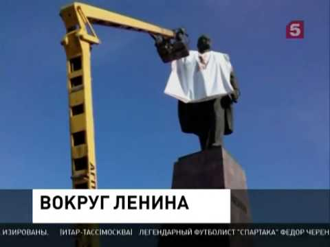 В Запорожье памятник Ленину одели в вышиванку. В Харькове вместо .