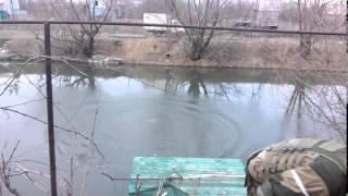 Рашисты глушат рыбу противотанковой миной(, 2015-02-05T10:08:52.000Z)