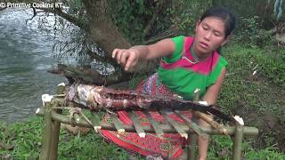 Primitive Technology - Survival skills: catch big fish and cooking fish eating delicious