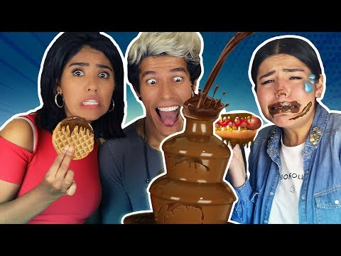 WE TRY NORMAL FOOD IN A CHOCOLATE FOUNTAIN | LOS POLINESIOS