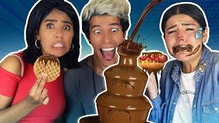 PROBAMOS COMIDA NORMAL EN FUENTE DE CHOCOLATE | LOS POLINESIOS thumbnail