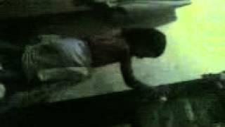 Download Video Cewek kedodoran kain sarung MP3 3GP MP4