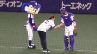 18/04/05 始球式:遼河はるひ さん登場(ドアラはお手伝い) 遼河はるひ 検索動画 11