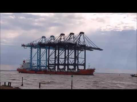 Zhen Hua Felixstowe Deliveringt Large Cranes 2015