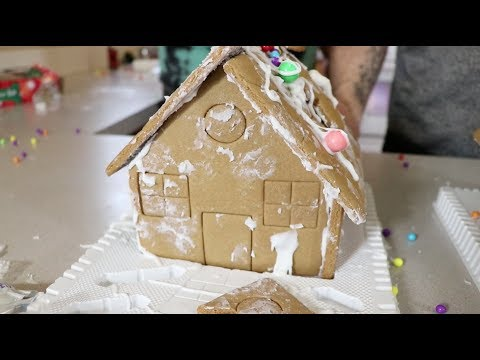 5 MINUTE GINGERBREAD HOUSES (FUNNY)