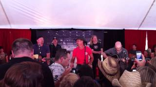 Tim McGraw - Forever Seventeen (live acoustic).MOV