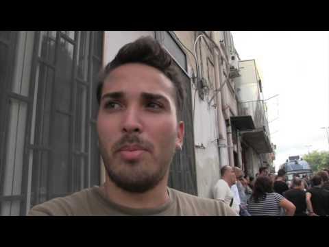 Ponticelli Polizia Prova A Sgomberare Ex Convento Youtube