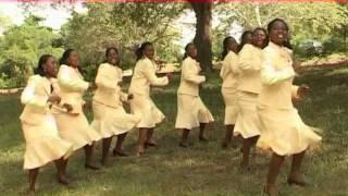 YESU NI MWEMA. Kwaya ya mt. Kizito Makuburi. ( by B. Mukasa).wmv