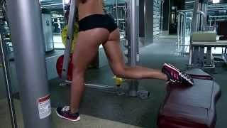 Rus  seksi bayan fitness hocası kalça yağlarınızı nasıl eriteceğinizi gösteriyor