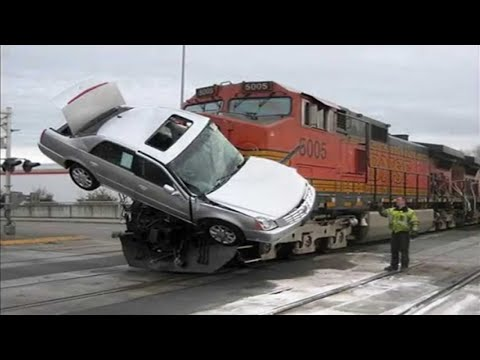 TOTAL IDIOTS DRIVING CARS