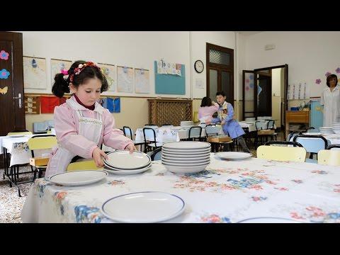 Pranzo Per Bambini 18 Mesi : Preparazione del pranzo nella casa dei bambini venezia youtube